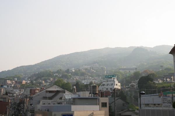 生駒山を見上げる120318