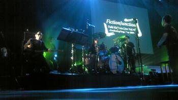 fj_live071202.jpg