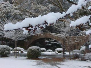 諫早めがね橋の雪景色