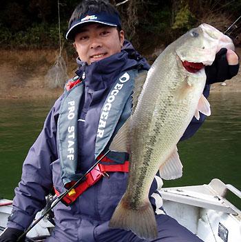 今日の最大魚・・超GOODサイズの北山バス