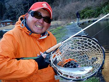 午後は新素材の方向性の確認でした・・そんで釣れた鱒ちゃんです。