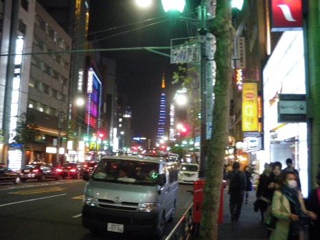 道の先の東京タワー