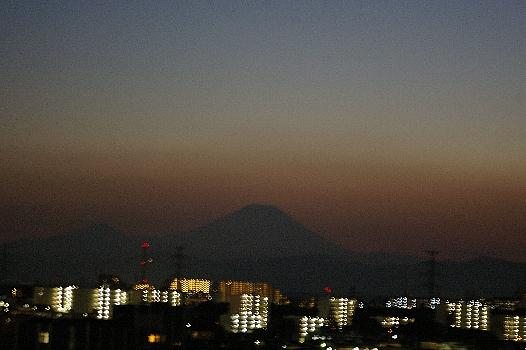 暗闇の中の富士