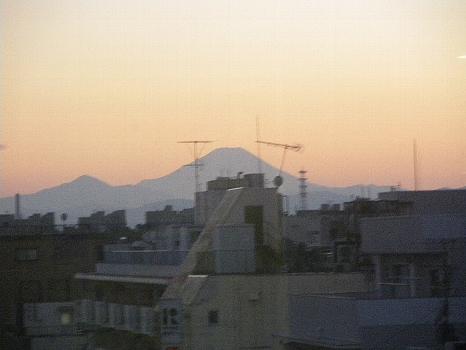 西友の窓から見た富士
