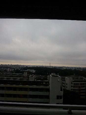 曇り空の向こう