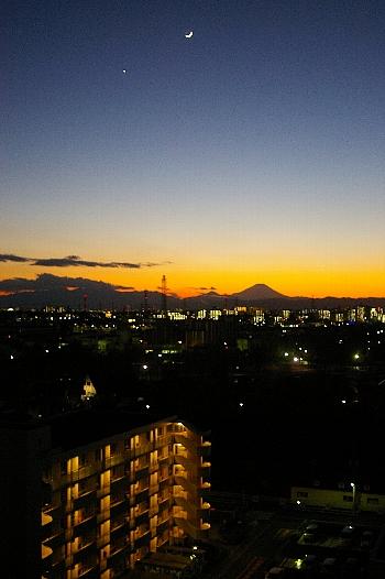 三日月と富士