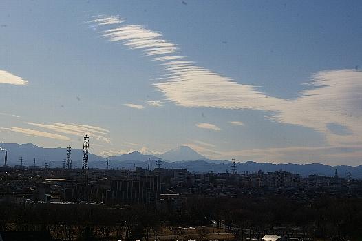 富士の上の不思議な雲
