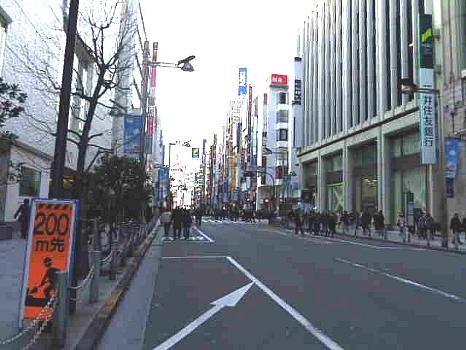 新宿伊勢丹横歩行者天国