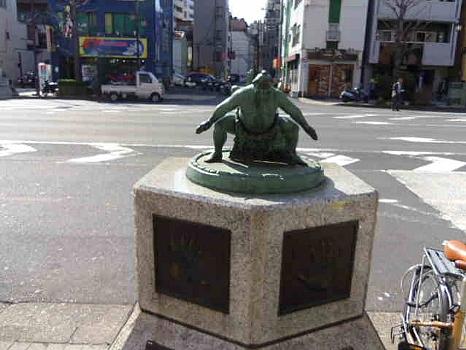 両国の横綱銅像