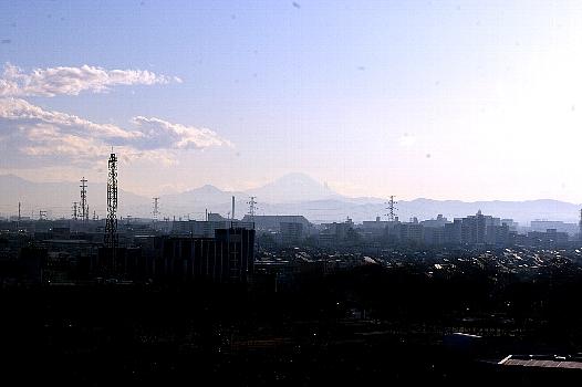 遠き春の富士よ