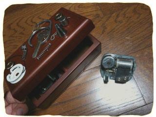 2010.9.23.部品オルゴールと裸機械