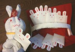2011.1.うさぎお年玉と手袋人形 IMG_6807