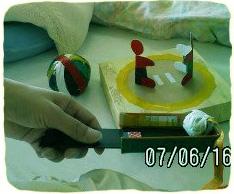 2011.3.1.入院中空き箱ですもうとり遊び