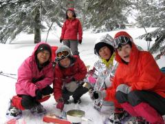 雪上での昼食1