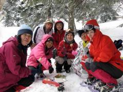雪上での昼食2