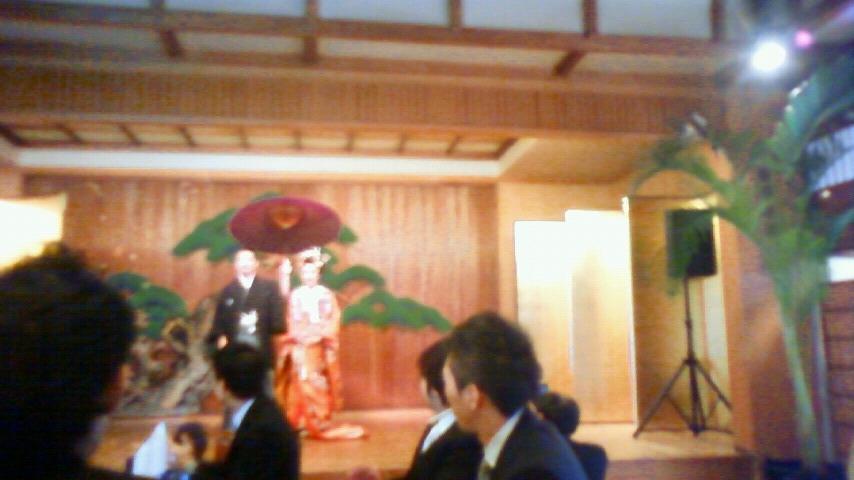 結婚式 登場