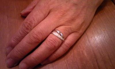 母、指輪をはめる②
