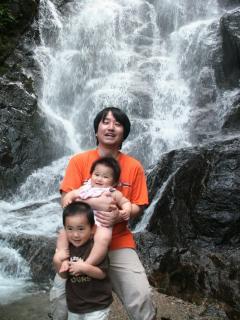 白糸の滝3人