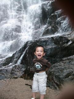 滝にてひいらぎ