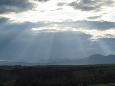 知床連山に降り注ぐ陽の光