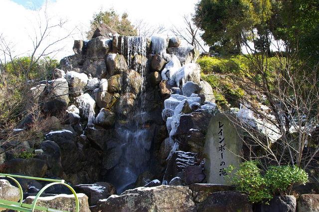 レインボーの滝(97113 byte)