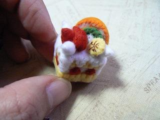 生クリームのフルーツデコレーションケーキ
