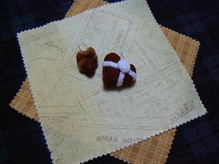 ハートのチョコレートケーキリボン