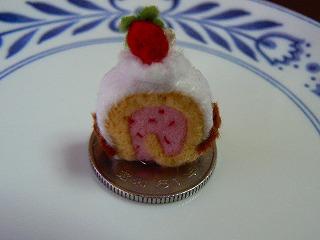 ロールケーキイチゴクリーム