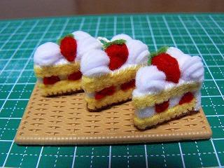 ショートケーキ3つアップ