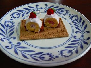 iイチゴのロールケーキ
