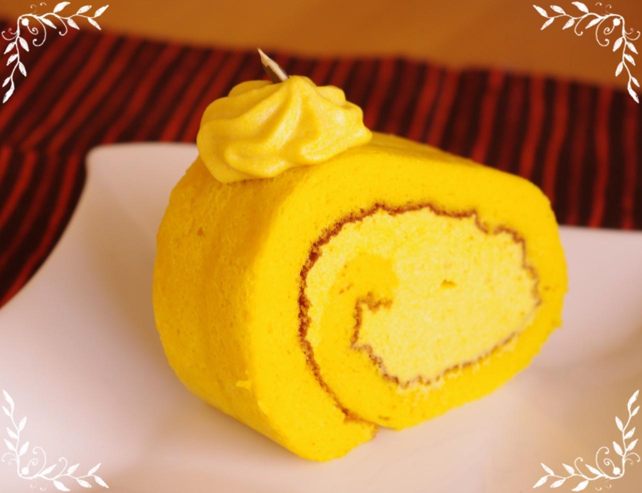 黄身を白っぽくなるまで混ぜたり、生クリーム立てたり、生地を均一に流したり、ケーキ巻いたりとすべての工程がなんか新鮮! ここ最近メレンゲかバターかの作業が