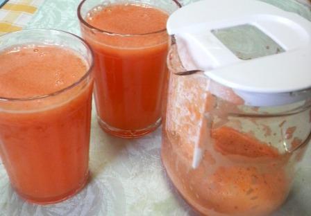 手作りの新鮮な野菜ジュースです