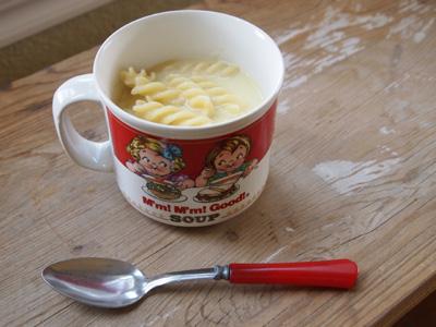 チーズ風味のスープパスタ
