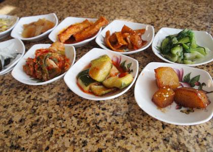 韓国料理レストランの小皿たち