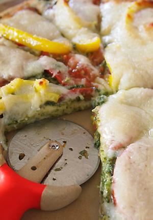 パクチーソースのピザ