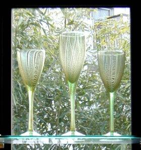 緑のガラスに金箔の彩り