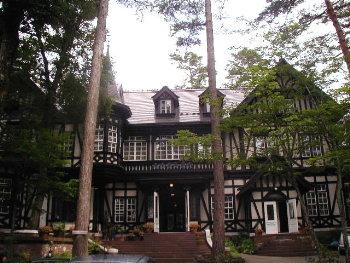 森の中のステキなホテル