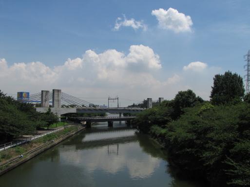 現在線の下に見える、歩行者用の橋は、旧西名古屋港線の鉄道橋を、転用したもの・・・