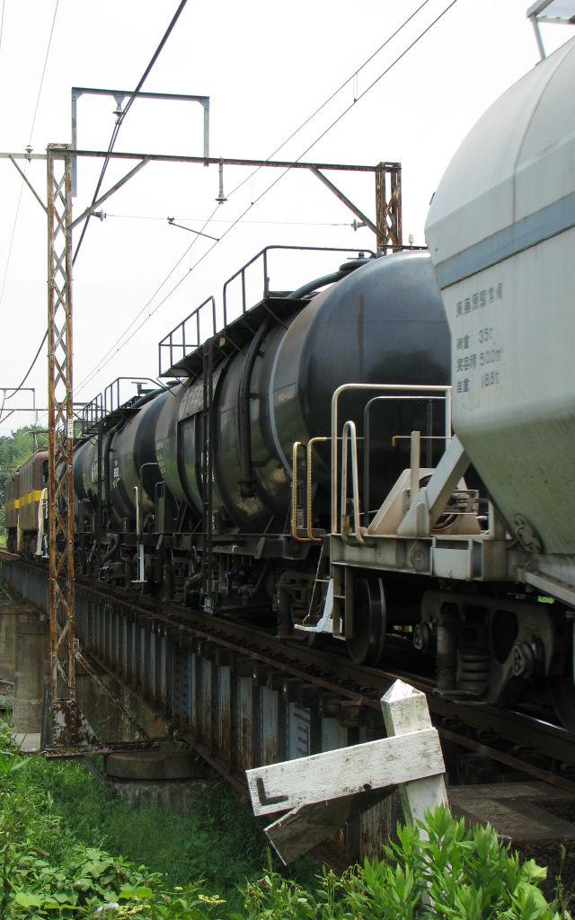 ED45+黒タキ+ホキ1000形 朝明川を渡っています