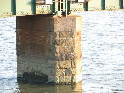 レンガ+石積みの橋脚だぁ~