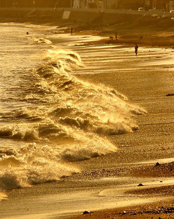 野比海岸の波1