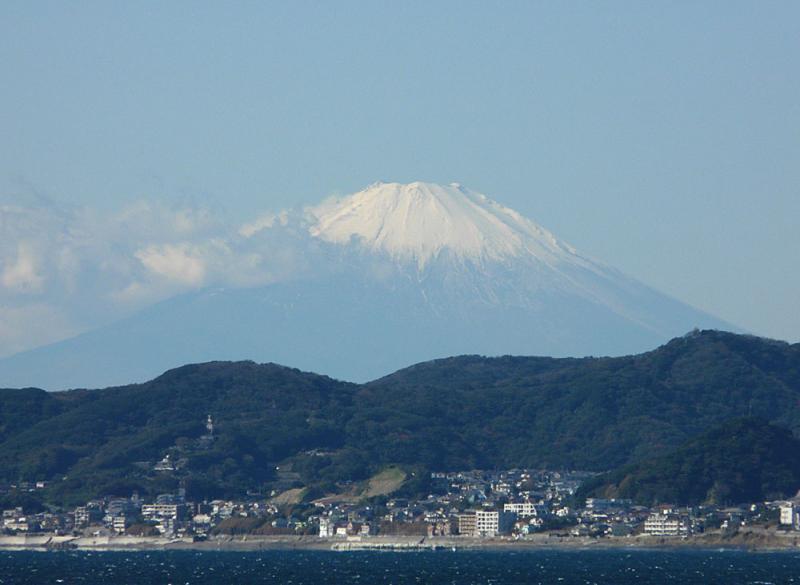 091103東京湾フェリーから望む富士2