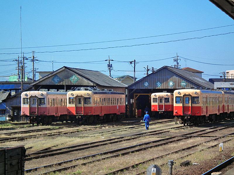 100918五井駅のカマキリ2