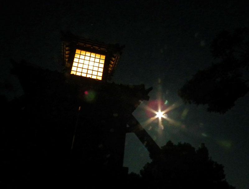 110715満月と燈明堂2