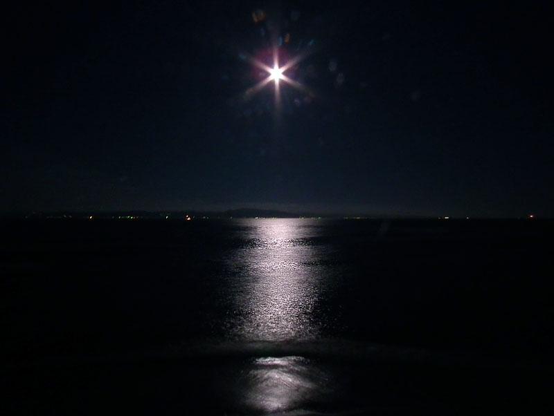 110715満月と燈明堂3