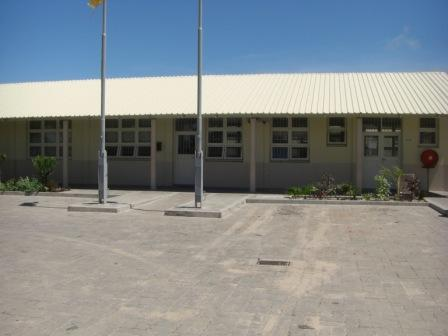 学校!!ってわかる建物の写真とるの難しい。だって全部平屋だし。