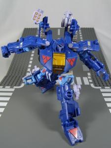 UN-10 ストラクサス 1025