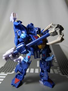 UN-10 ストラクサス 1035