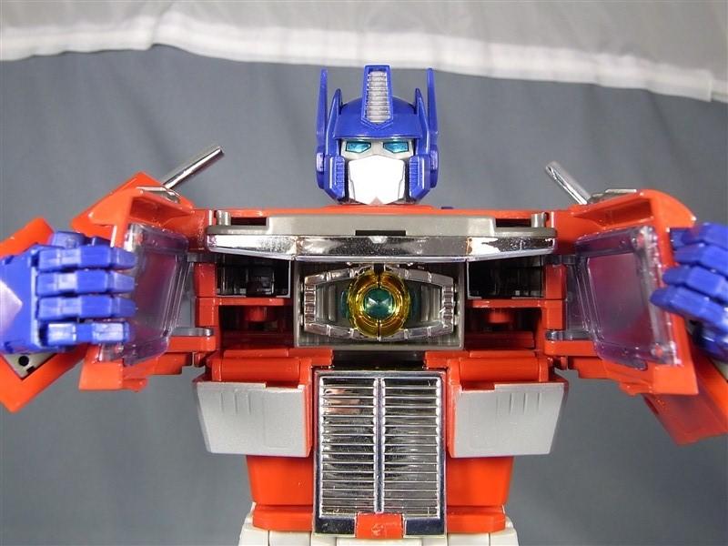 Masterpiece MP-1/MP-4 Optimus, MP-2 Ultra Magnus/Ultramag, MP-3 Starscream/Égo, MP-5 Mégatron, MP-6 Skywarp/Fraudeur, MP-7 Thundercracker/Coup de Tonnerre, MP-8 Grimlock/La Menace, MP-9 Rodimus - Page 13 20110325003722897