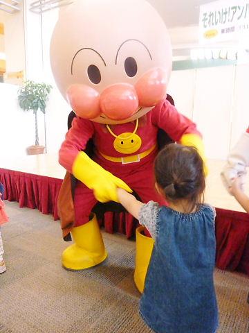 アンパンマンと握手